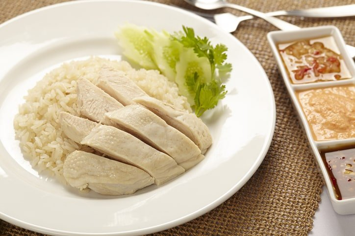 Picture of a plate of Singapore chicken rice